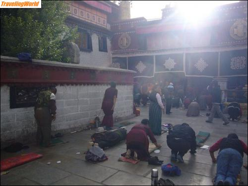 China: 10 i4 Am Jokhang Tempel /