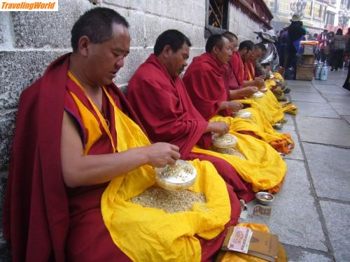 China: 10 i7 Am Jokhang Tempel /